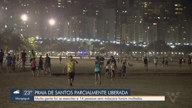 Praias de Santos ficaram cheias após liberação - Muita gente foi se exercitar e 14 pessoas sem máscara foram multadas.