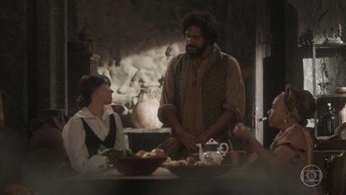 Cecília conta que Libério vai jantar na Quinta com os príncipes - Idalina ri ao falar da visita que Sebastião recebeu em casa, sem saber que o patrão pretende casar o idoso com a filha