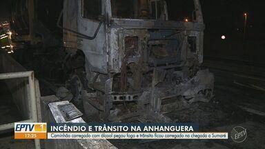 Carreta em chamas interdita pistas da Rodovia Anhanguera e provoca lentidão em Sumaré - Incidente com veículo ocorreu no km 113 da pista sentido capital, nesta terça-feira.