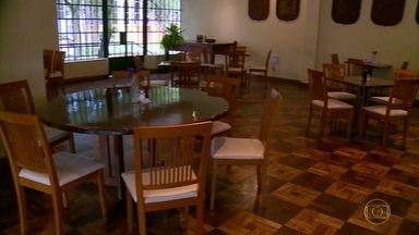 Porto Alegre adota medidas mais rígidas de circulação por causa da pandemia - Comércio e setor de serviços pararam. A partir de amanhã (25/06), bares e restaurantes só vão abrir para entrega ou para viagem.