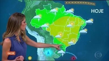Frente fria provoca chuva no RS nesta quinta-feira - Chove também no norte do Espírito Santo e no Norte do país.