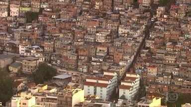 Pesquisa mostra que desemprego e endividamento aumentaram nas favelas do Rio - A pesquisa da ONG Viva Rio revelou que a renda de famílias que vivem em favelas do Rio caiu em média 20% no mês de maio. A falta de oportunidades de emprego atingiu 65%.