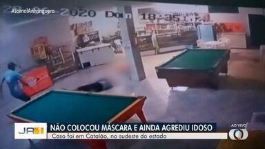 Dono de bar, idoso é agredido ao pedir para cliente usar máscara, em Catalão; vídeo - Sebastião Clemente, de 76 anos, quebrou a perna e vai precisar passar por cirurgia. Agressor ainda não foi identificado.