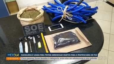 Mangueira é usada para tentar arremessar objetos para penitenciária de Foz - Cinco pessoas foram levadas à delegacia, entre elas um adolescente e uma grávida