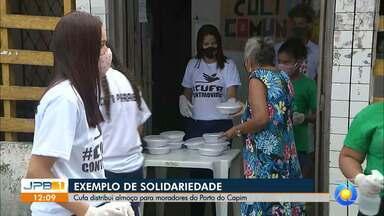 Central Única das Favelas entrega marmitas no Porto do Capim, em João Pessoa - Moradores receberam almoços solidários.