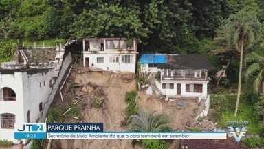 Moradores cobram obras em encosta que desabou no Parque Prainha, em São Vicente - Local desabou em março, e há quatro meses eles aguardam as obras no local. Secretária de Meio Ambiente diz que a obra terminará em setembro.