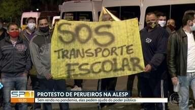 Motoristas de vans escolares fazem protesto na Alesp - Sem renda na pandemia, centana de vans escolares ocupam a frente da Assembleia Legislativa.