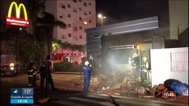 Restaurante de rede de fast-food é atingido por incêndio em Florianópolis - Restaurante de rede de fast-food é atingido por incêndio em Florianópolis