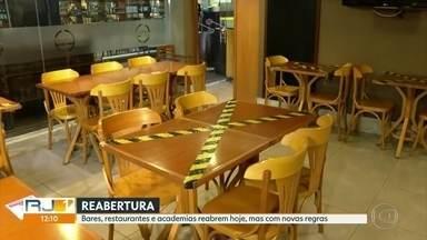 Bares, restaurantes e academias reabrem hoje, com restrições - Quiosques também podem colocar mesas e cadeiras no calçadão. Exercícios na areia também estão liberados, mas barraca e cadeira na praia continuam proibidos