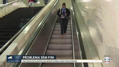Escada rolante e elevadores da Rodoviária do Plano param de funcionar - Vídeo mostra um cadeirante sendo carregado.
