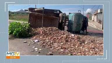 Caminhão capota em bairro de Governador Valadares - Veículo teria perdido os freios. Ninguém ficou ferido.