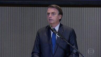 Bolsonaro veta parte de lei que determina o uso de máscaras em locais públicos - Presidente isentou a obrigatoriedade em comércios, escolas, igrejas e templos por considerar violação de domicílio.