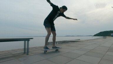 A Vida Em Porto Alegre - Luan Oliveira mostra sua casa e os lugares que ele gosta de andar na sua cidade natal, Porto Alegre. Ele anda de skate na Praça da Matriz e a pista da Spot. Conhecemos também seus amigos e sua vida social em Porto Alegre