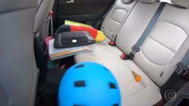 Objetos soltos dentro do carro podem causar ferimentos graves - Por causa do deslocamento, peso dos itens pode triplicar.