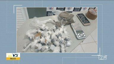 Mulher suspeita de tráfico de drogas é presa em Santa Inês - Investigação começou quando a Polícia Civil tomou conhecimento da existência de um local onde drogas estariam sendo vendidas.