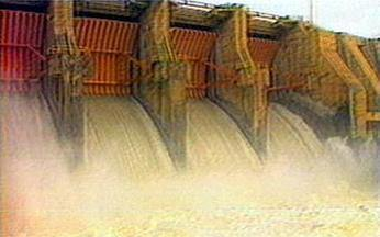 Reservatório de Sobradinho: fonte de energia - Além de ser maior lago artificial do mundo, Sobradinho gera energia para todo o Nordeste e garante irrigação à caatinga. As grandes barragens do Rio São Francisco provocaram um desastre ecológico.