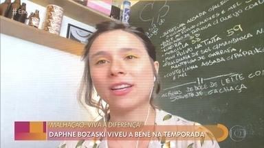 Daphne Bozaski conta como está a quarentena com o filho de um ano em casa - Atriz também fala sobre surpresa com a volta de 'Malhação - Viva a Diferença' ao ar e se emociona ao falar com a mãe ao vivo