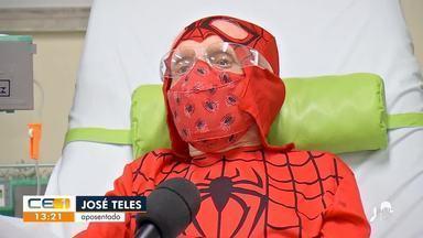 Idoso com câncer se veste de super-herói a cada quimioterapia - Saiba mais no g1.com.br/ce