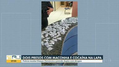 PM prende dois homens com grande quantidade de maconha e cocaína na Lapa - A droga estava embalada para venda. A polícia chegou até os dois homens depois de receber informações pelo Disque-Denúncia.