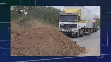 Protesto na Bolívia bloqueia rodovia que dá acesso ao Brasil - Barreiras impedem veículos de carga de atravessar a fronteira da Bolívia com o Mato Grosso do Sul.
