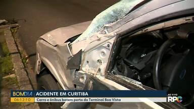 Carro e ônibus batem em Curitiba - Foi no bairro Boa Vista.
