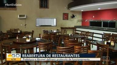 Restaurantes se preparam para reabrir pela 1ª vez em 4 meses de quarentena - Eles poderão voltar a funcionar a partir de terça-feira (14).