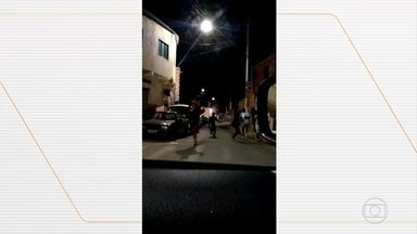 Polícia interrompe festa com 300 pessoas em Contagem, MG - Era um baile funk. O responsável pela festa já foi notificado outras vezes.