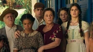 Josias, Zé dos Porcos e Manuela obrigam a família de Cunegundes a trabalhar na fazenda - Josias, Zé dos Porcos e Manuela avisam que o banco de Inácio se apossou da fazenda de Cunegundes