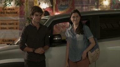 Leila convida Fabinho e Débora para a festa em sua casa - undefined