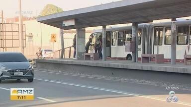 Sete paradas de ônibus da avenida Constantino Nery serão desativadas, em Manaus - Plataformas que ficam no canteiro central estão sendo desativadas.