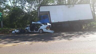 Homem morre em acidente na PR-323 entre Umuarama e Perobal - Por causa do acidente, o trânsito ficou em meia pista durante a manhã.