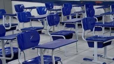 IBGE mede o problema nacional da evasão escolar - O abandono escolar é uma realidade que milhões de brasileiros conhecem bem e que a pesquisa do IBGE registrou pela primeira vez em números. Das 50 milhões de pessoas de 14 a 29 anos, 10 milhões - 20% - não completaram alguma das etapas da educação básica.