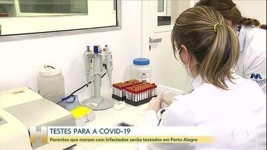 Testes da Covid-19 são ampliados em Porto Alegre - Agora os parentes que moram com as pessoas infectadas também farão o teste para saber se está contaminado com o vírus.