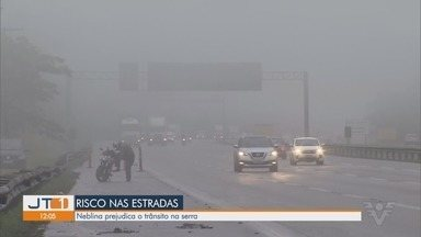 Neblina prejudica o trânsito na rodovia dos Imigrantes - Rodovia tem operação comboio por conta da forte neblina.
