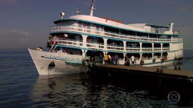Governo do Amazonas reabre transporte fluvial - Passageiros com sintomas suspeitos devem ficar isolados em cabines e desembarcar no porto municipal mais próximo para atendimento médico adequado.