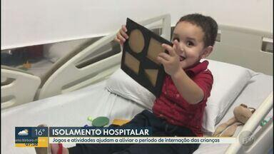 Hospital de São Carlos entrega kits para aliviar o período de internação das crianças - Os kits contém jogos e atividades para distrair pais e filhos que estão em isolamento na internação.