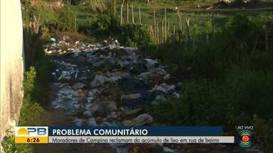 Moradores de Campina Grande reclamam do acúmulo de lixo em rua de bairro - Confira os detalhes com o repórter Felipe Valentim.