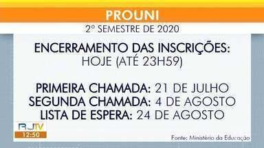 Inscrições para o Prouni terminam nesta sexta-feira - Mais de 160 mil bolsas de estudo são oferecidas em universidades privadas no Brasil.