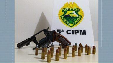 Foragido da justiça é preso com arma e carro roubado em Cianorte - Veículo tinha alerta de roubo em Juranda, segundo a PM.