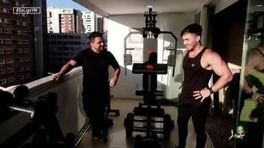 Wallas Arrais mostra como está mantendo a forma durante a quarentena - Daniel Viana conversa com o cantor e relembra uma matéria com o artistas em treino de Crossfit no Se Liga