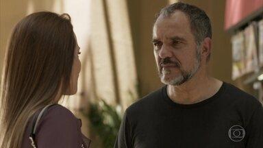 Germano promete fazer de tudo para reconquistar Lili - Os dois tomam café juntos e revelam que estão torcendo por Eliza no concurso