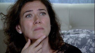 Griselda conclui que Tereza Cristina matou Marcela - A portuguesa tem dúvidas se deve revelar e Antenor não entende a indecisão da mãe