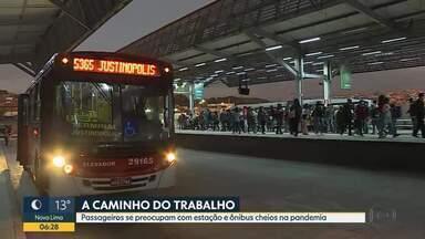 Ônibus lotados e filas nas estações preocupam passageiros - Veja movimentação na estação em Ribeirão das neves.