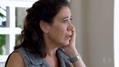Griselda desabafa com Celeste - A portuguesa fala sobre a conversa que teve com René e é consolada pela amiga. Griselda decide tocar sua vida sem o amado