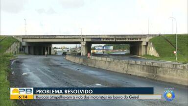 Problema resolvido: buracos atrapalhavam motoristas no bairro do Geisel - Rua passa por melhorias