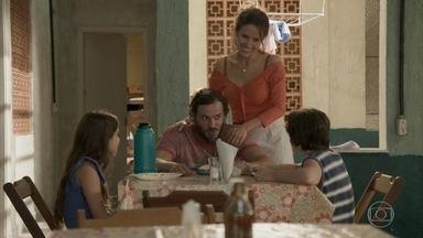 Dino anuncia aos filhos que eles vão para o Rio de Janeiro - Gilda diz a Dayse que ela realizará o sonho de reencontrar a irmã Eliza