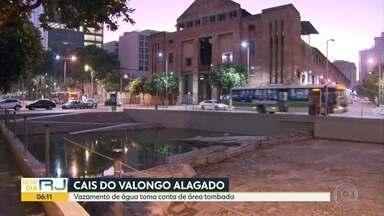 Vazamento de água no cais do Valongo , Patrimônio mundial da Unesco. - Um vazamento está inundando o Monumento do cais do Valongo , patrimônio mundial da Unesco.Prefeitura alega defeito numa bomba e está tentando resolver