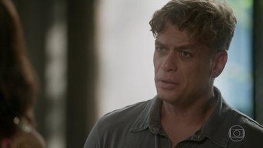 Arthur tem uma ideia para ajudar Dorinha a recuperar a memória - Ele sugere que Carolina promova o reencontro da irmã com os filhos