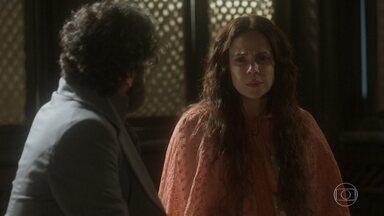 Amália diz estar certa de que a joia que Cecília descreveu era dela - Peter tenta esclarecer mais alguns fatos e Amália se mostra emocionalmente abalada