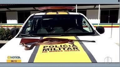 Polícia Militar Rodoviária apreende armas usadas para caça predatória - Denúncias apontaram suspeitos, em Coroaci e Frei Inocêncio, que praticavam caça ilegal. Armas foram apreendidas, mas suspeitos não foram localizados.